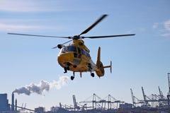 El helicóptero del rescate del SAR del guardacostas holandés es lanzamiento Foto de archivo
