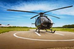 El helicóptero en el campo de aviación Imagen de archivo libre de regalías