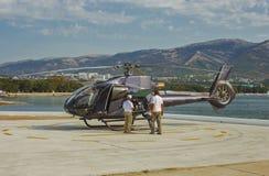 El helicóptero en el estacionamiento del salón aeronáutico Foto de archivo libre de regalías