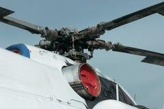 El helicóptero está en la tierra Fotos de archivo