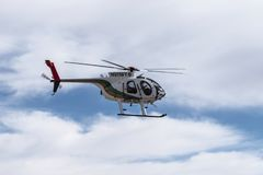 El helicóptero policial de Las Vegas vuela cerca fotos de archivo