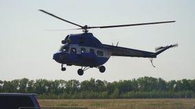 El helicóptero viene adentro aterrizar metrajes