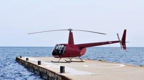 El helicóptero está esperando a pasajeros Imágenes de archivo libres de regalías