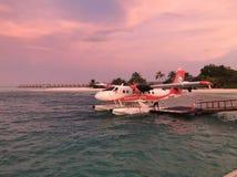 El hidroavión se prepara para saca en los Maldivas imagen de archivo libre de regalías