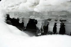 El hielo - agua en el de estado sólido Fotos de archivo libres de regalías