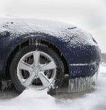 El hielo cubrió el coche Imagen de archivo libre de regalías