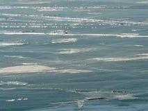 El hielo del Baikal cerca del pueblo Listvianka fotografía de archivo libre de regalías