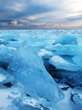 El hielo del lago Baikal imagenes de archivo