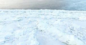 El hielo en el río 7 almacen de metraje de vídeo