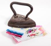 El hierro antiguo del arrabio en una pila de los pañuelos planchados Fotografía de archivo