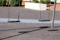 El hierro oxidado balancea en parque de la ciudad Fotografía de archivo libre de regalías