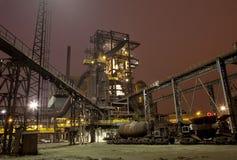 El hierro trabaja en la noche Foto de archivo libre de regalías