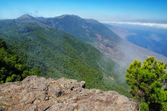 EL Hierro - vea abajo en el valle del EL Golfo de Mirador de Jinama y del Mirador de Izique en el EL Hierro Imagen de archivo