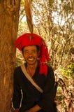 El hijo del jefe del pueblo del grupo étnico de Wa Imagenes de archivo