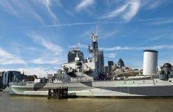 El HMS Belfast en el río Támesis Imagen de archivo libre de regalías