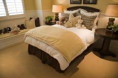 El hogar de lujo embroma el dormitorio. fotografía de archivo libre de regalías
