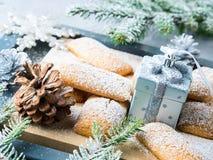 El hogar del invierno hizo las galletas para la Navidad Foto de archivo libre de regalías