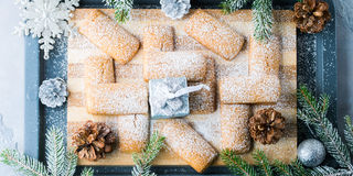 El hogar del invierno hizo las galletas para la Navidad bandera Imagenes de archivo