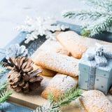El hogar del invierno hizo las galletas para la Navidad cuadrado Imagenes de archivo