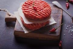 El hogar hizo cocinar de la hamburguesa Fotografía de archivo