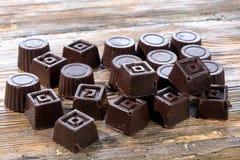 El hogar hizo el chocolate oscuro imagenes de archivo