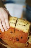 El hogar hizo el pan con la mano Fotografía de archivo