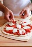 El hogar hizo la pizza Fotos de archivo