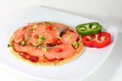 Pizza del salmón ahumado Imagenes de archivo