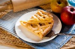 El hogar hizo la tarta de la manzana Foto de archivo