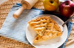 El hogar hizo la tarta de la manzana Imágenes de archivo libres de regalías