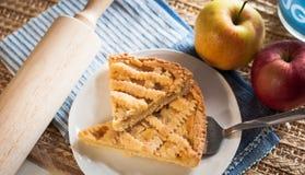 El hogar hizo la tarta de la manzana Fotos de archivo