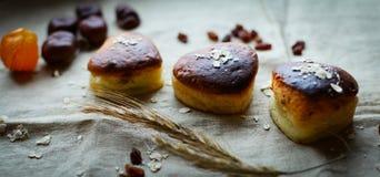El hogar hizo los pasteles cocidos con requesón imágenes de archivo libres de regalías