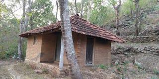 El hogar ideal esta casa no tiene ninguna electricidad imagen de archivo