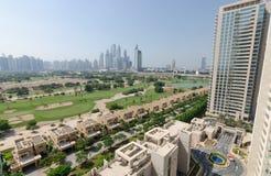 El hogar y el complejo de apartamentos de Dubai de los verdes Imágenes de archivo libres de regalías