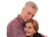El hombre abraza a una mujer en un fondo blanco Imagen de archivo