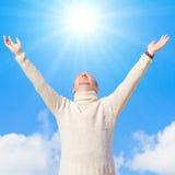 El hombre adora el sol Fotos de archivo libres de regalías