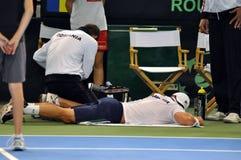El hombre Adrian Ungur del tenis sufrió un accidente Fotografía de archivo libre de regalías