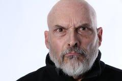 El hombre adulto mayor enojado enfureció e irrita imagenes de archivo