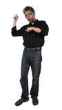 El hombre adulto muestra en la camisa debajo de su brazo Foto de archivo