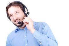 El hombre atractivo joven está hablando en el micrófono foto de archivo libre de regalías