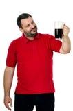 El hombre barbudo feliz le gusta una cerveza de malta Foto de archivo libre de regalías