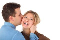 El hombre besa a la mujer joven Fotografía de archivo libre de regalías