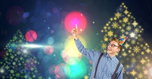 El hombre con Año Nuevo del sombrero y del copo de nieve del partido va de fiesta formas coloridas del modelo de las luces Imagen de archivo