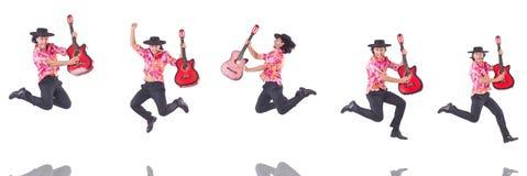 El hombre con la guitarra aislada en blanco Imágenes de archivo libres de regalías