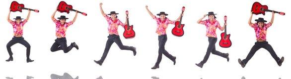 El hombre con la guitarra aislada en blanco Fotografía de archivo