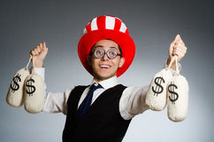El hombre con los sacos del dinero del dólar Fotos de archivo