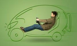 El hombre conduce un coche dibujado mano eléctrica friendy del eco Fotos de archivo libres de regalías