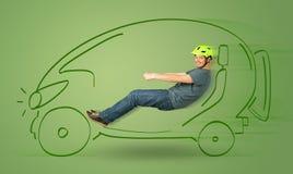 El hombre conduce un coche dibujado mano eléctrica friendy del eco Foto de archivo libre de regalías