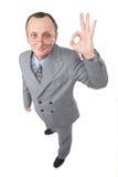 El hombre da la AUTORIZACIÓN del gesto Imagen de archivo libre de regalías