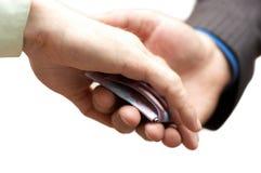 El hombre da secretamente el injerto a la otra mano Fotografía de archivo libre de regalías